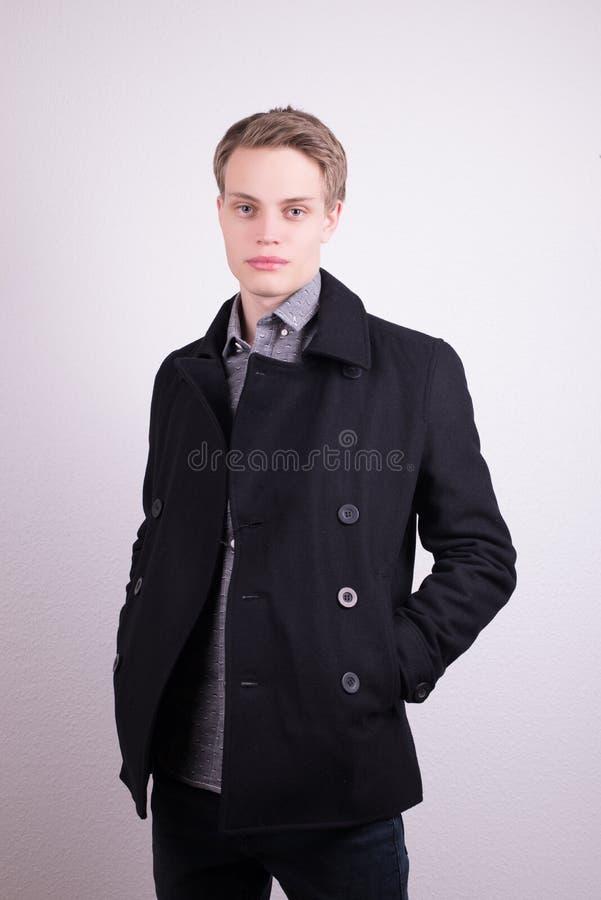 Manlig klädermodell arkivfoto