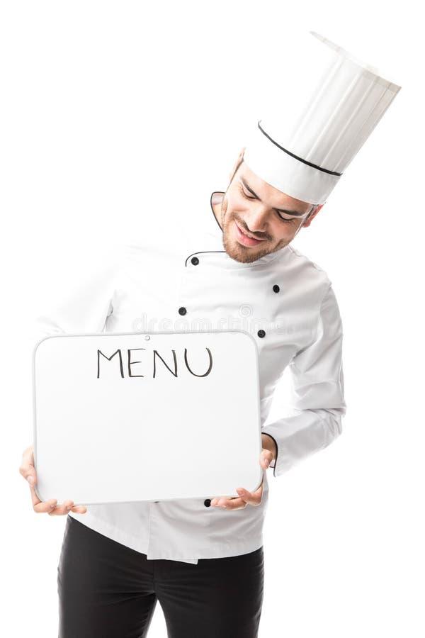 Manlig kock som läser menyn arkivfoton