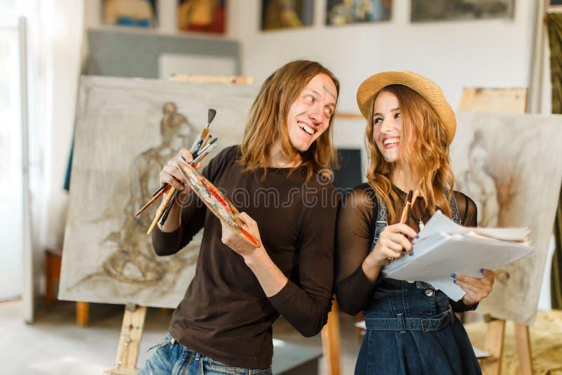 Manlig konstnär Smiles royaltyfri fotografi