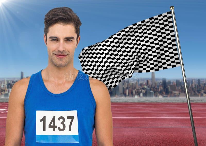 Manlig löpare med nummer på skjortan på spår mot horisont och rutig flagga royaltyfri foto