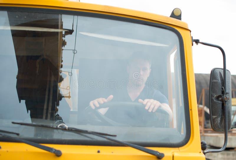 Manlig lastbilsförare royaltyfri foto