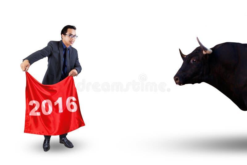 Manlig matador och tjur arkivbild