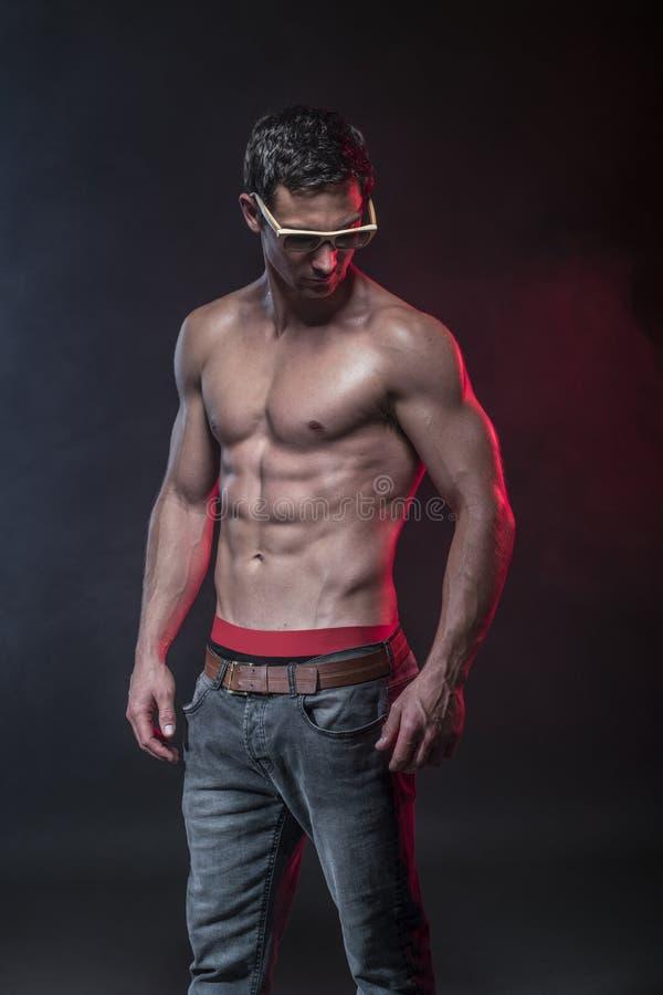 Manlig modell för kondition arkivfoto