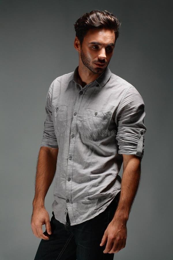 Manlig modell för mode arkivfoto
