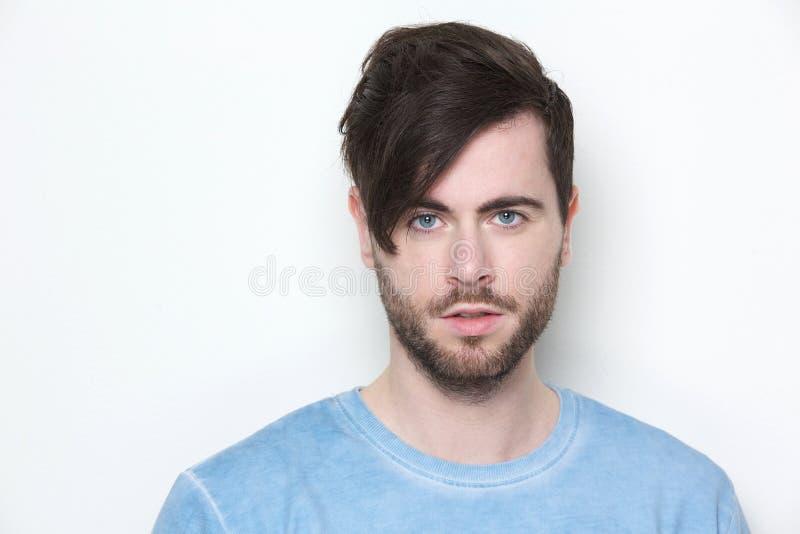 Manlig modemodell med den moderna frisyren royaltyfria foton
