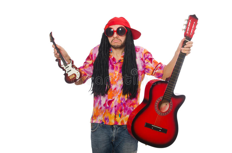 Manlig musiker med gitarrer som isoleras på vit fotografering för bildbyråer