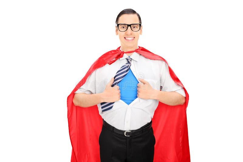 Manlig superhero som river hans skjorta arkivbild