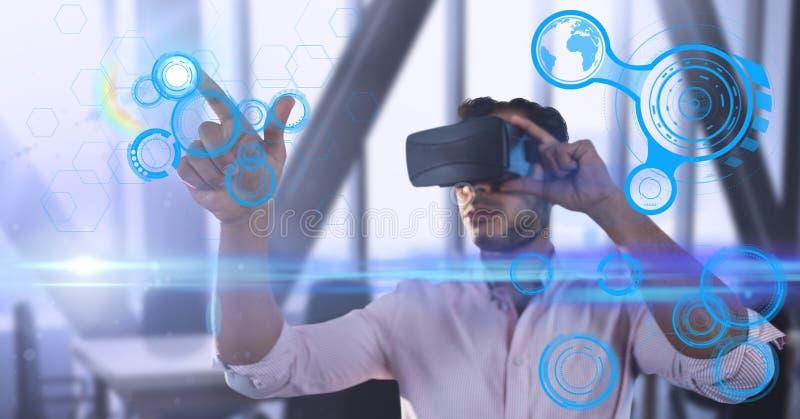 Manlig utövande bärande virtuell verklighethörlurar med mikrofon med den futuristiska manöverenheten arkivbild