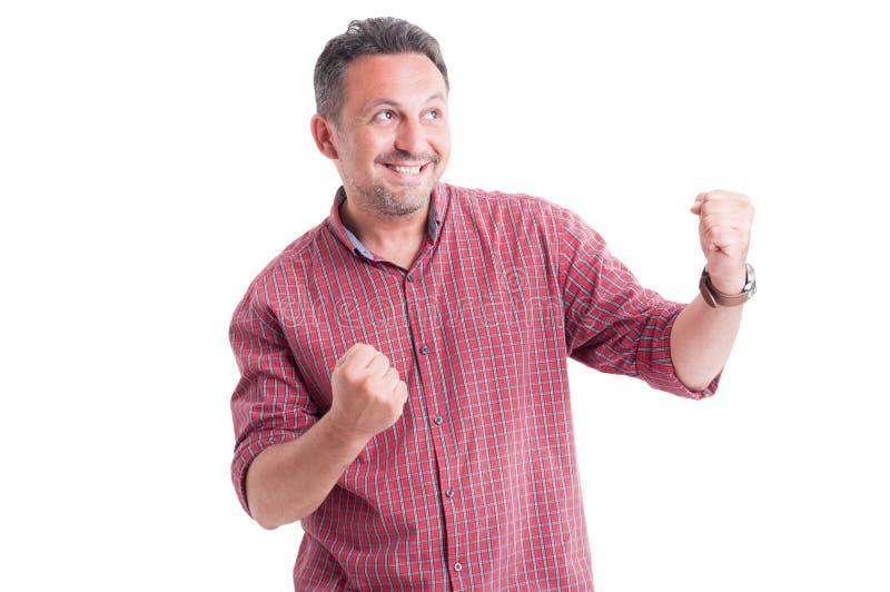 Manlig vinnare som uttrycker seger arkivfoto
