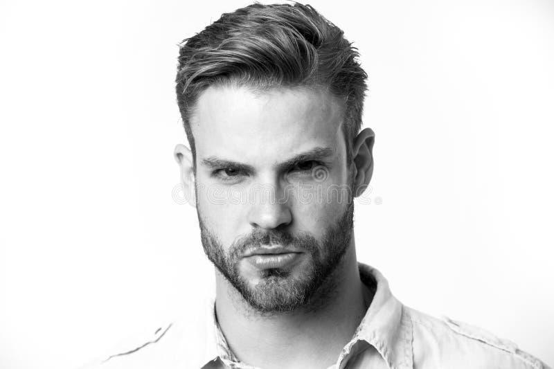 Manlighetbegrepp Grabben uppsökte och attraktiva omsorger om hans utseende Man med skägget eller orakade grabbblickar royaltyfria bilder
