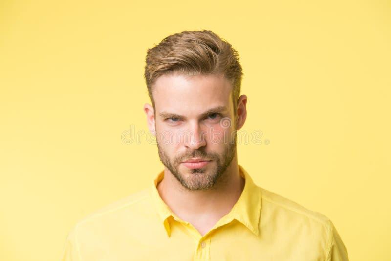 Manlighetbegrepp Mannen med skägget eller den orakade grabben ser stilig och väl ansad Uppsökte och attraktiva omsorger för grabb arkivbilder
