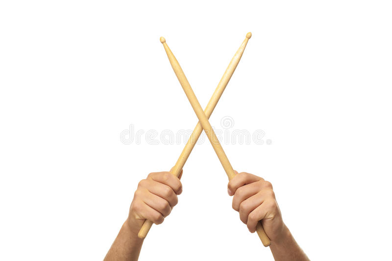 Manlign räcker innehav trummar sticks arkivbild