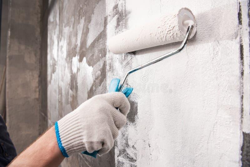 Manmålningvägg, hem- begrepp för renovering arkivfoto