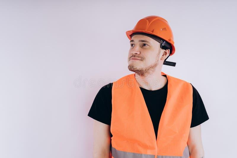 Mann in Arbeitsuniform auf weißem Hintergrund stockfotos