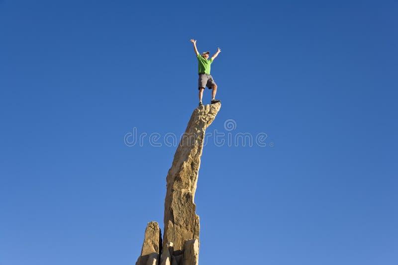 Mann auf dem Gipfel. lizenzfreie stockfotos