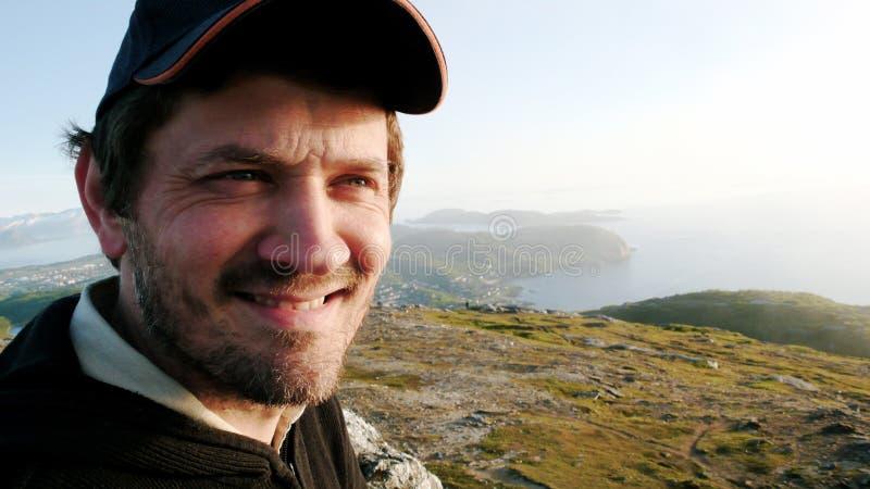Mann auf einem Berg stockbilder