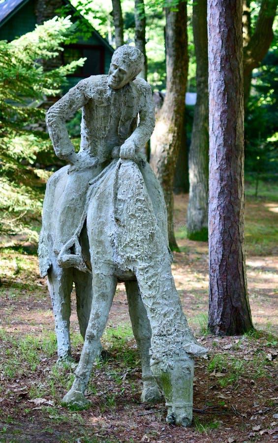 Mann auf einem Pferd stockfoto