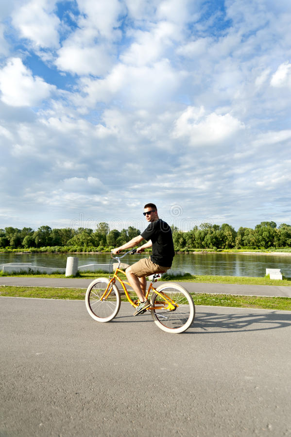 Mann auf Fahrrad stockfotos