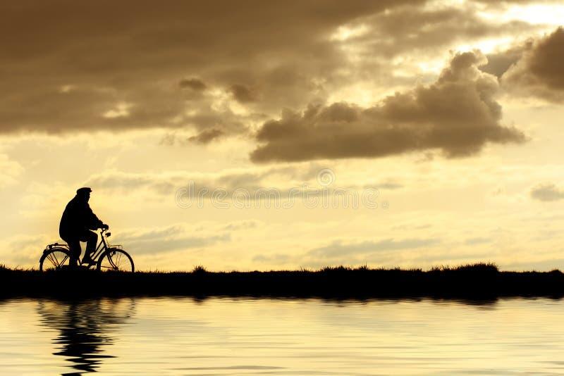 Mann auf Fahrrad lizenzfreie stockbilder