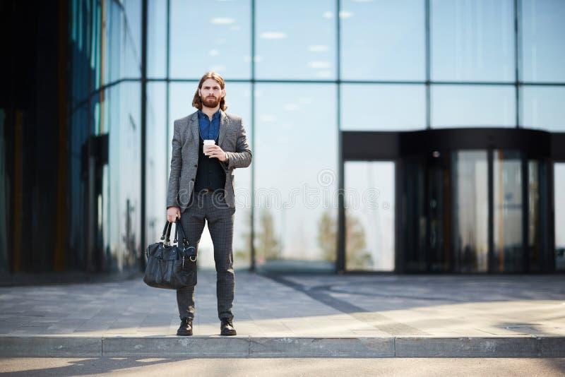 Mann auf Reise lizenzfreie stockfotos