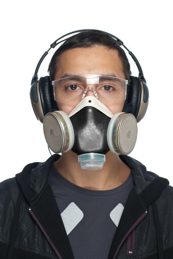 Mann in den Schutzbrillen, im Respirator und in den Kopfhörern lizenzfreie stockfotografie