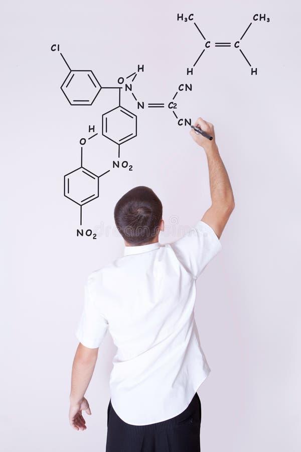 mann der chemische formeln auf die wand schreibt stockbild bild von formel spiegel 25394525. Black Bedroom Furniture Sets. Home Design Ideas