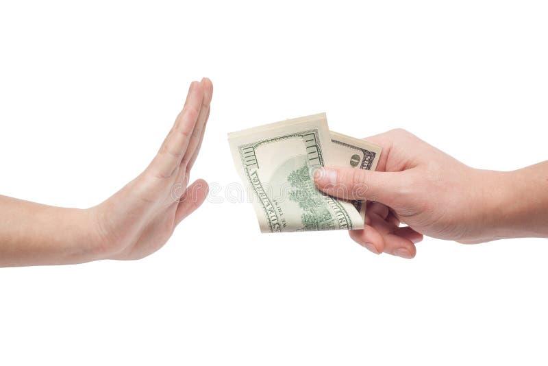 Mann, der das Geld angeboten vom Mann ablehnt stockfotos