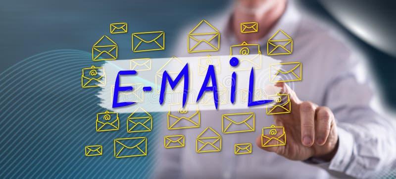 Mann, der ein E-Mail-Konzept berührt lizenzfreie abbildung