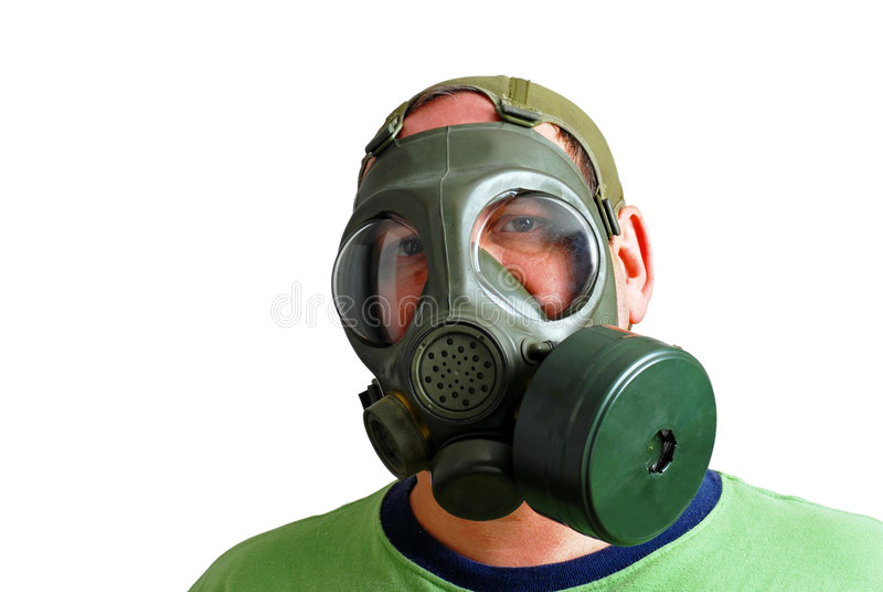 Mann, der eine Gasmaske trägt stockfotografie