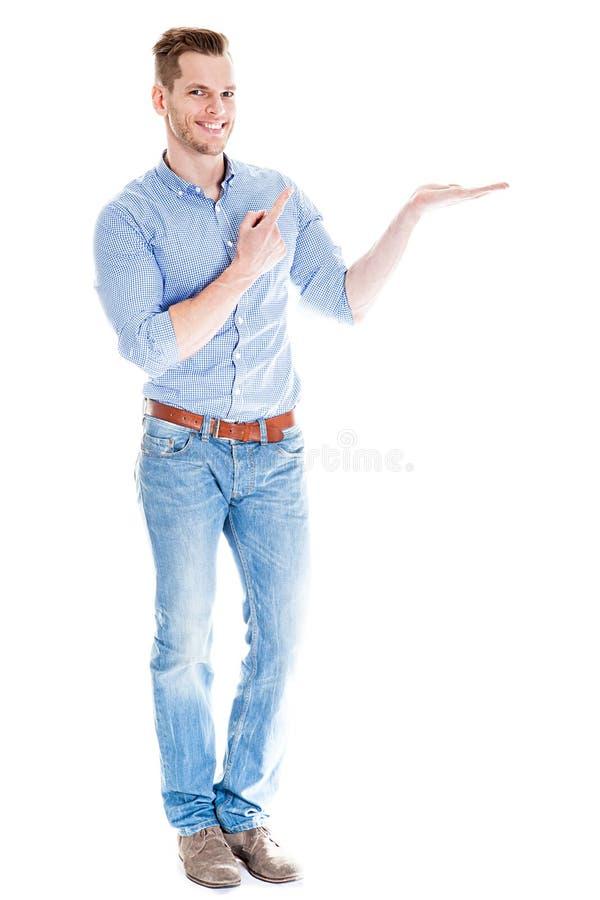 Mann, der etwas eingebildet darstellt stockfoto