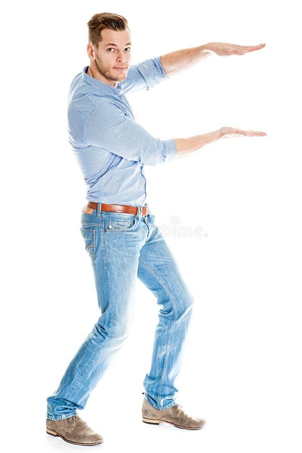 Mann, der etwas eingebildet hält lizenzfreie stockfotografie