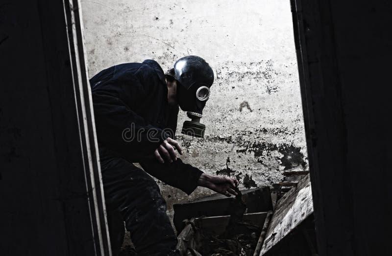 Mann in der Gasmaske lizenzfreies stockfoto