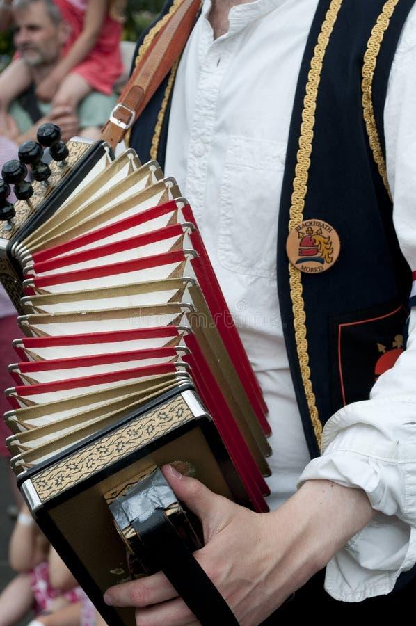 Mann, der Harmonika, Großbritannien spielt lizenzfreie stockfotografie