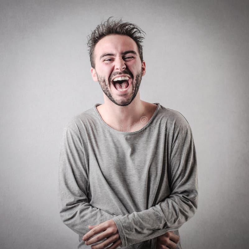 Mann, der heraus lautes lacht stockfoto