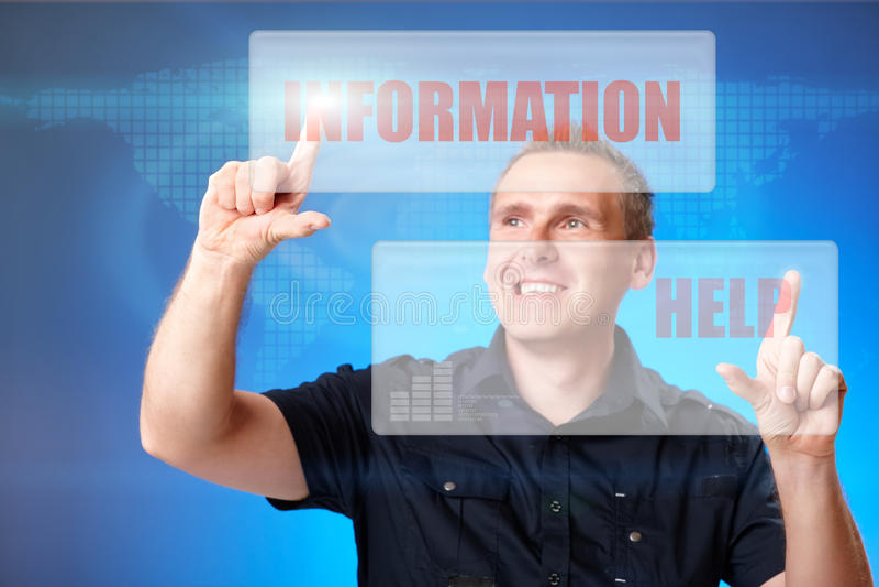 Mann, der Informations- und Hilfentasten bedrängt stockbild