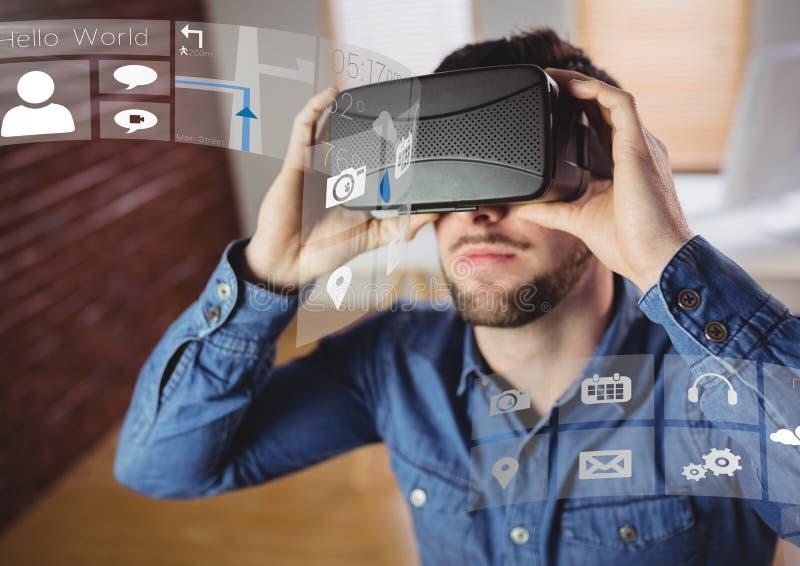 Mann, der Kopfhörer VR-virtueller Realität mit Schnittstelle trägt lizenzfreie stockfotos