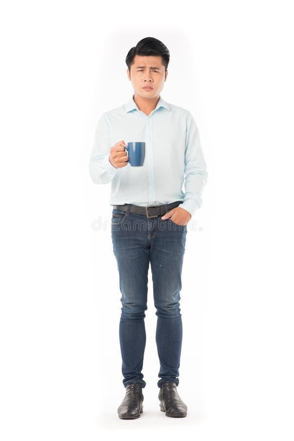 Mann, der Morgenkaffee trinkt lizenzfreies stockfoto
