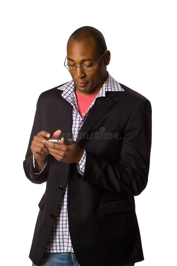 Mann, der PDA betrachtet lizenzfreies stockfoto