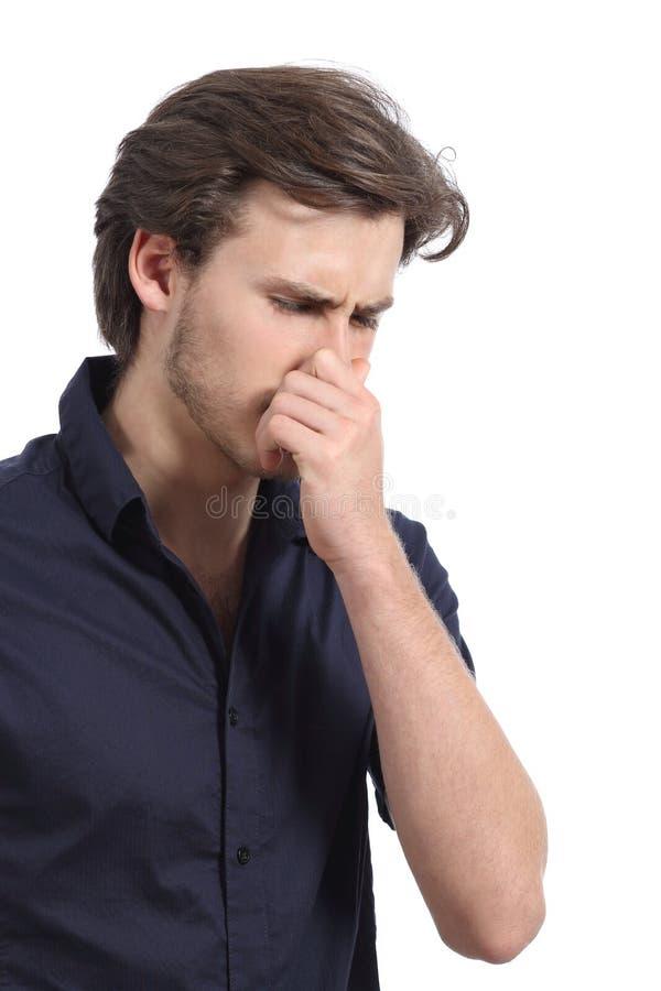 Mann, der seine Nase wegen des Gestanks hält lizenzfreies stockfoto