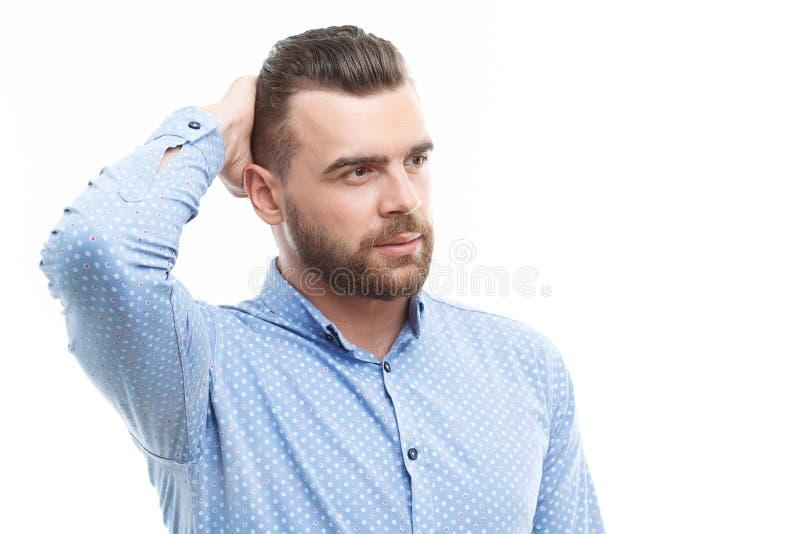 Mann, der seinen Kopf mit der Hand berührt stockbilder