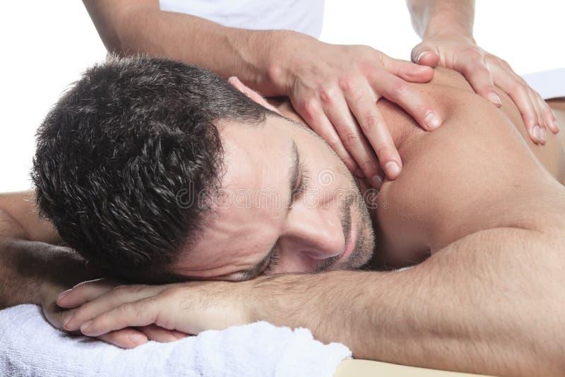 Mann, der Shiatsu-Massage von einem Fachmann empfängt stockfotos