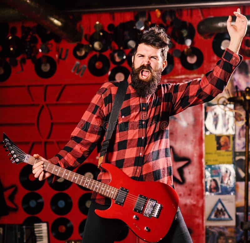 Mann an der Spitzes-Konzept Begabter Musiker, Solist, Sänger Musiker mit Bart stockfotos