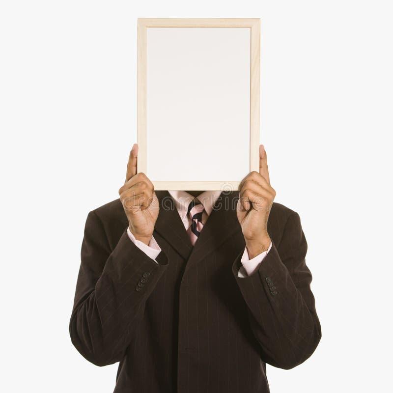 Mann, der unbelegtes Zeichen anhält. lizenzfreies stockfoto