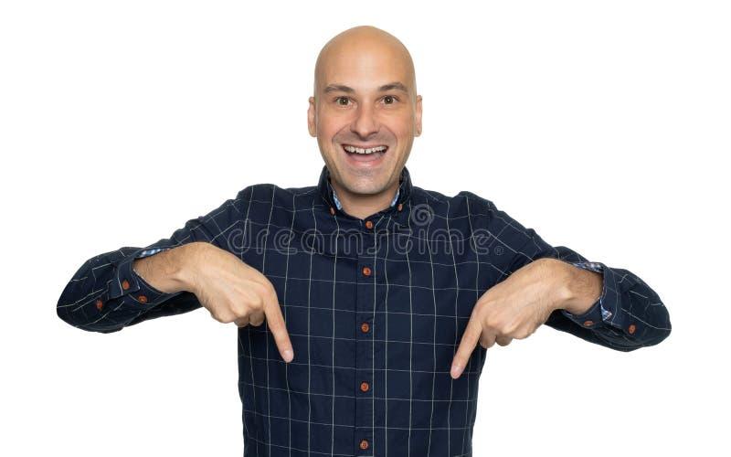 Mann, der unten seine Finger zeigt Getrennt lizenzfreie stockbilder