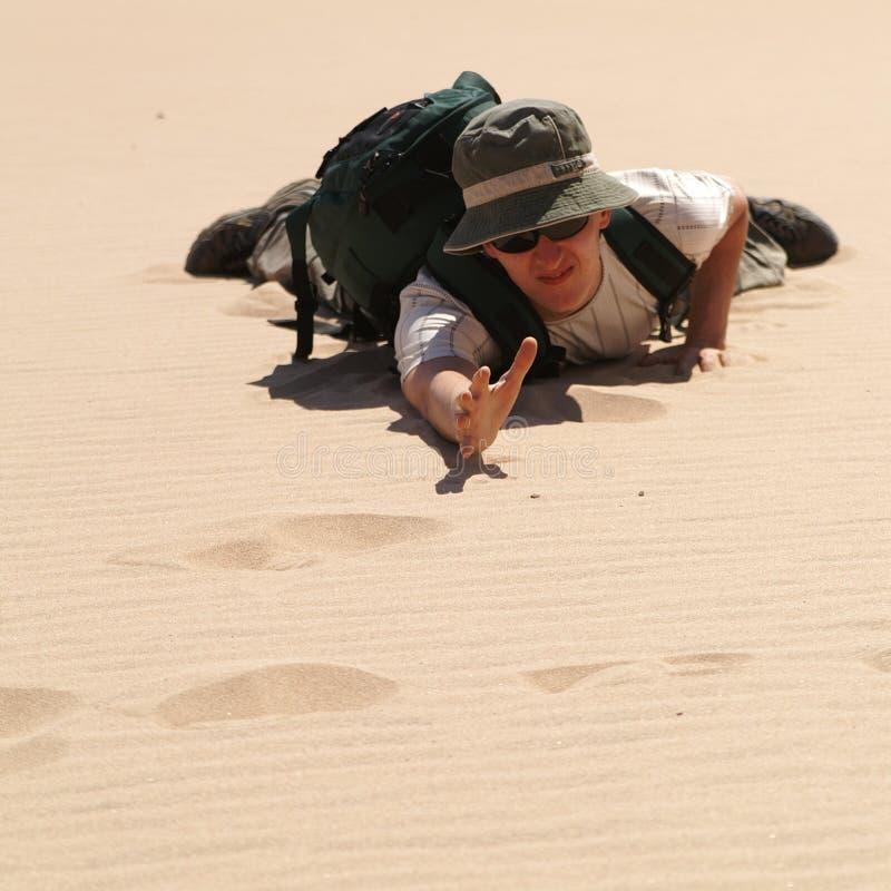 Mann in der Wüste stockfotos