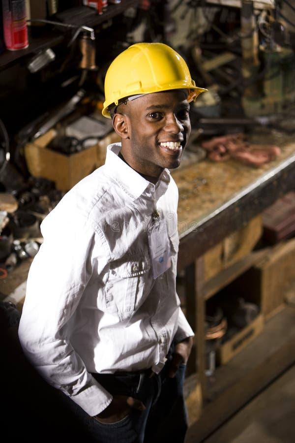 Mann in einem Hardhat stockfotos