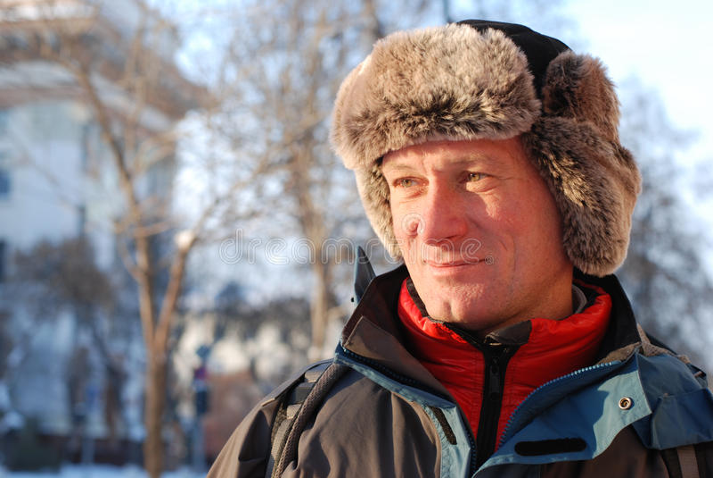 Mann in einem russischen Hut lizenzfreie stockbilder