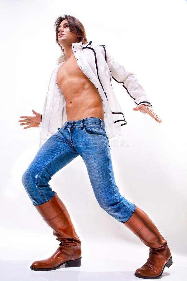 Mann in einem weißen Hemd, Jeans stockfotos