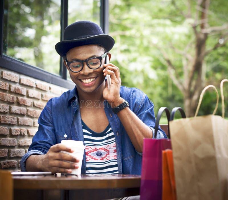 Mann-Einkaufsausgaben-Kunden-Verbraucherschutzbewegungs-Konzept stockfoto