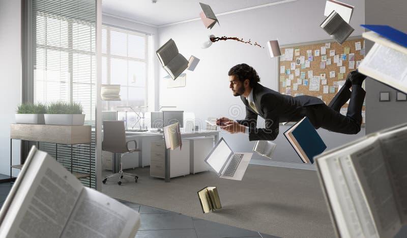 Mann fliegt und arbeitet an Laptop Gemischte Medien stockbilder